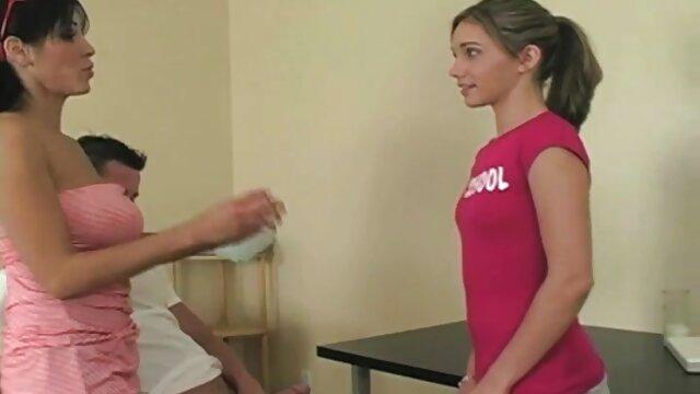 فتاة الهزات قبالة سخيف الرجل مع قدميها بعد افلام سكس اباحيه اجنبي الطازجة كوني