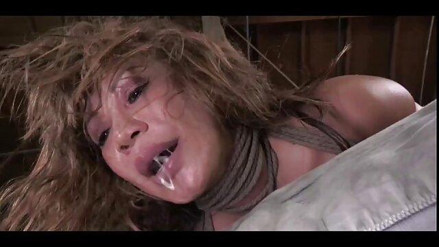 فتاة مثير تمتص ثلاثة افلام سكس اباحيه اجنبي رجال في نفس الوقت