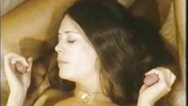 الجمال الروسي افلام سكس اباحيه اجنبي ممزق جوارب طويلة التمسيد لها L.