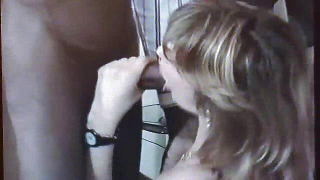 الشابة الألمانية اللعب بنشاط من أجل المال على الجسر مشاهدة افلام اجنبية اباحية