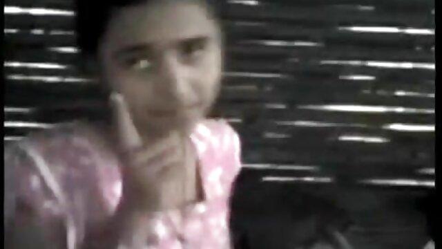 امرأة سمراء افلام اجنبي اباحيه مترجمه مع كبير الثدي الركوع المهبل قبل ممارسة الجنس