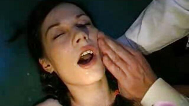 الفتاة لطيف الثدي يجلس في دردشة خاصة مشاهدة افلام اجنبية اباحية و الاستمناء