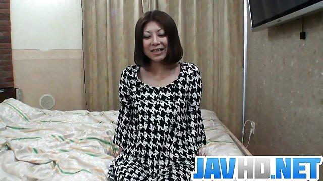 امرأة شابة يحاول عارية افلام اجنبيه اباحيه للكبار فقط لأول مرة في مكان عام